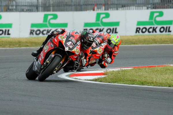 Scott Redding stretches clear in classy Snetterton BSB double