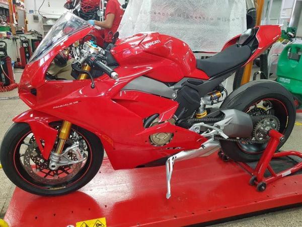Ducati V4 Panigale revealed