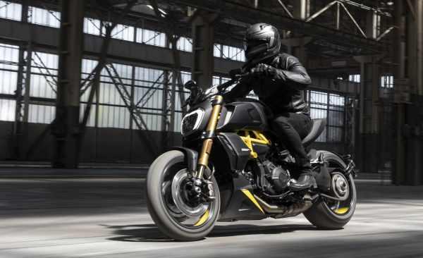 MY22_Ducati_Diavel_1260_S _6__UC294029_High.jpg