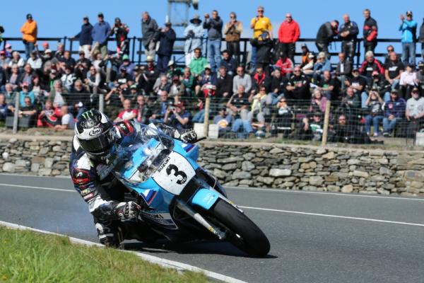 Classic TT: Dunlop dominates Superbike race