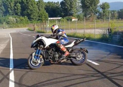 Toprak Razgatlioglu takes a Yamaha Niken to the limit