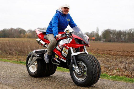 North Pole Yamaha R1