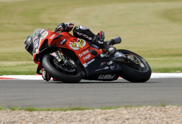 Redding scorches to Snetterton pole position