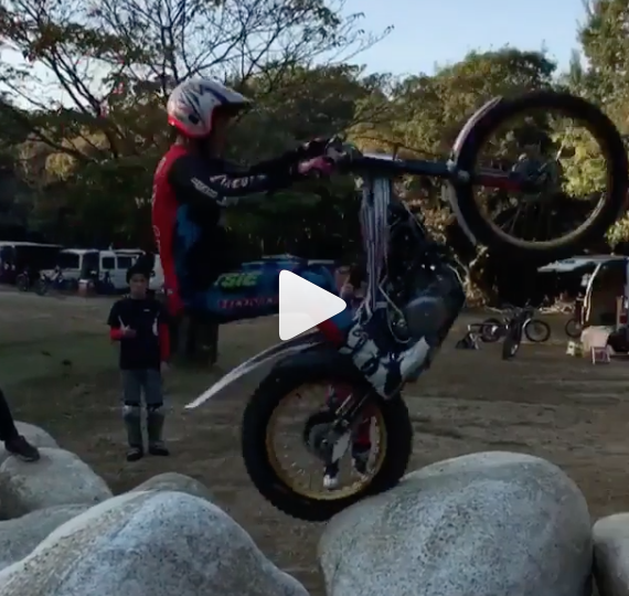 Dirt Bikes Videos >> Video Motocross Rider Shows Off Some Flare Visordown