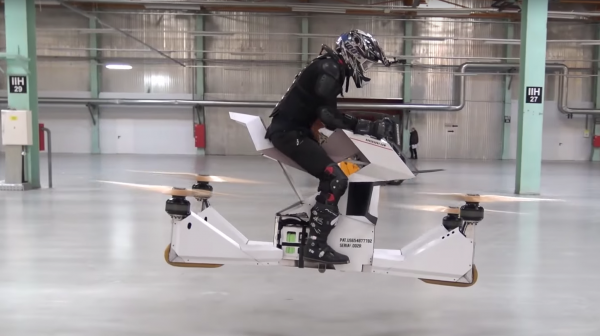 Video: The world's first fully manned hoverbike