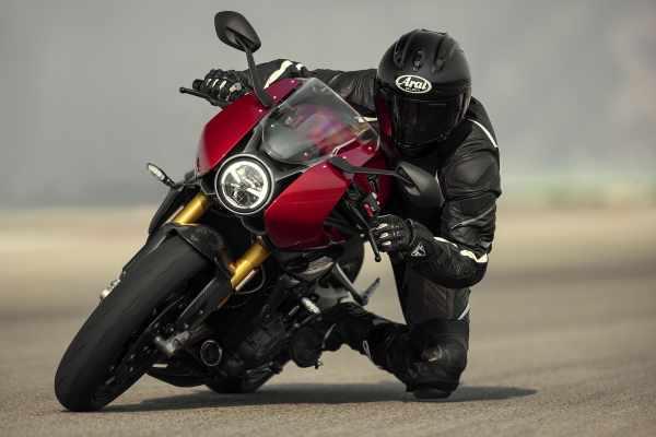 Speed Triple RR 2022 on track