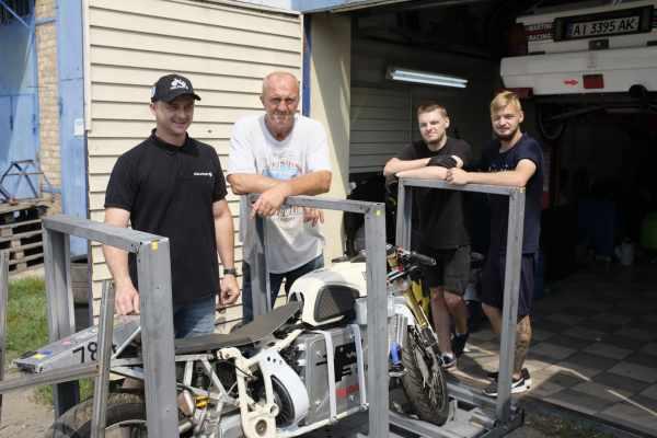 Delfast Dnepr Bonneville Speed Week team