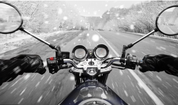 How to ride a motorcyclein snow