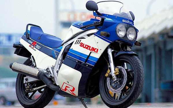 suzuki-gsx-r750-01.jpg