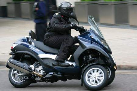 Paris moves closer to charging for motorcycle parking