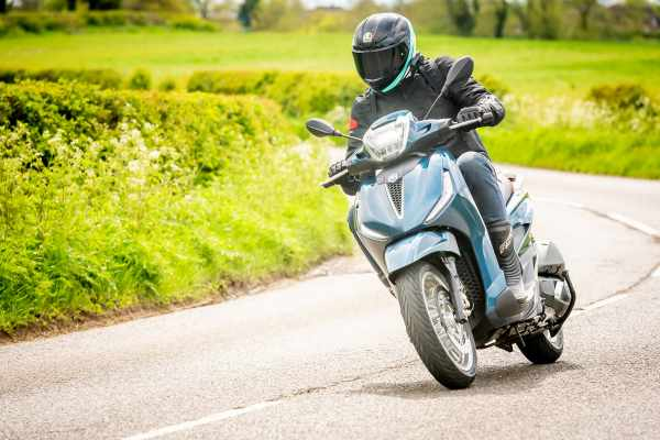 Piaggio Beverly 300 HPE review 2021