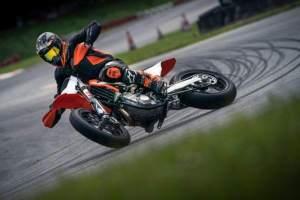 KTM 450 SMR 2021 Action3 (1) (1).jpg